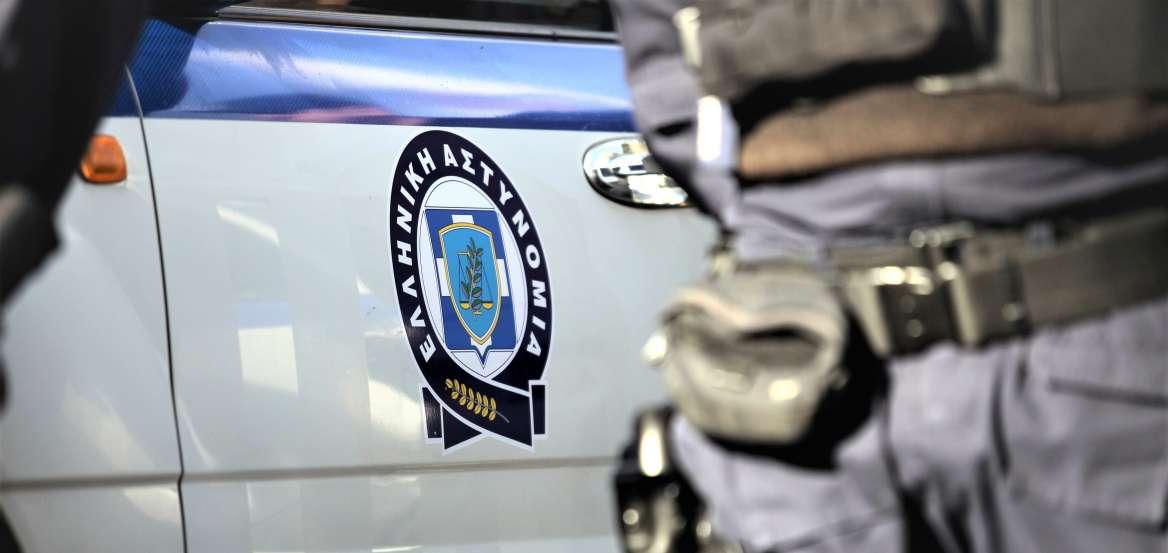 Έκαψαν το αυτοκίνητο και τη μηχανή του αστυνομικού που εξέδιδε την 19χρονη στην Ηλιούπολη (pics)