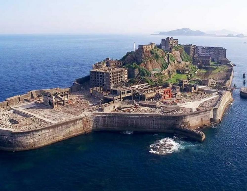Το νησί-φάντασμα στη μέση του ωκεανού που ήταν κάποτε η πιο πυκνοκατοικημένη πόλη στον κόσμο (pics)